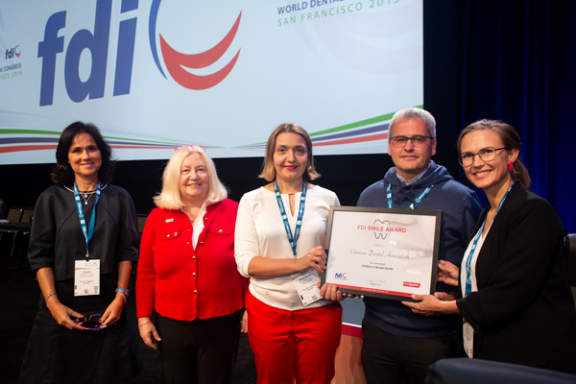 The Estonian Dental Association receives the FDI Smile Award